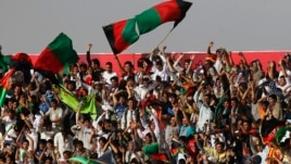 Afghan football fans watch a friendly match between Afghanistan and Pakistan in Kabul, Afghanistan, Aug., 20, 2013.