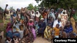 """Mulheres ganianas, alegadas """"feiticeiras"""", durante um encontro na aldeia de Kukuo no norte do Gana"""