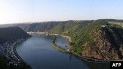 Sông Rhine là một tuyến giao thông hàng hải quan trọng