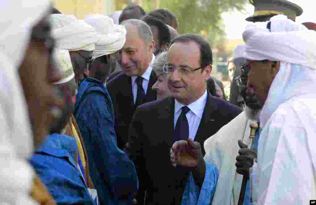French President Francois Hollande visits Timbuktu, Mali, February 2, 2013.
