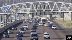 Ciri-ciri utama sistem transportasi perkotaan yang berkelanjutan adalah aman, bersih, murah ,bisa digunakan semua orang, dan bukan hanya dirancang untuk sistem transportasi bagi manusia, tetapi juga barang (foto: Dok.)..