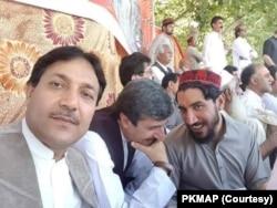 عثمان کاکڑ پشتون تحفظ تحریک کے ایک احتجاج میں شریک ہیں۔ (فائل فوٹو)
