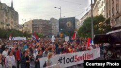"""Protest """"Svi kao jedan - 1 od 5 miliona"""" ispred Terazijske česme, 4. maja 2019, u Beogradu."""