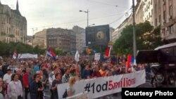 """Arhiva - Protest """"Svi kao jedan - 1 od 5 miliona"""" ispred Terazijske česme, 4. maja 2019, u Beogradu."""