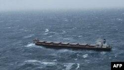 Tàu Golden Seas có chiều dài 225 mét hiện đang trong vùng biển Bering, cách đảo Aleutian của Alaska chừng 64 cây số về hướng Bắc