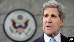 Menlu AS John Kerry dalam perjalanan ke Timur Tengah untuk menghidupkan kembali perundingan damai antara Israel dan Palestina (foto: dok).