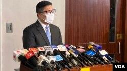 香港警務處處長鄧炳強5月5日出席立法會保安事務委員會,拒絕就他自己及3名警隊高層捲入僭建風波致歉。(美國之音湯惠芸)