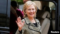 Former U.S. Secretary of State Hillary Clinton waves as she leaves after a meeting at the Elysee Palace in Paris, July 8, 2014. REUTERS/Benoit Tessier (FRANCE - Tags: POLITICS) - RTR3XMF9