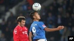 독일 프로축구 분데스리가에서 활약 중인 북한 국가대표 정대세 선수(오른쪽). (자료사진)