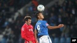 독일 프로축구 분데스리가에서 활약 당시 북한 국가대표 정대세 선수(오른쪽). (자료사진)