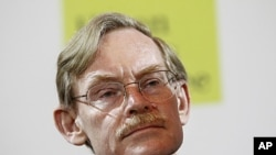 World Bank President Robert Zoellick addresses an audience in Singapore, September 6, 2011.