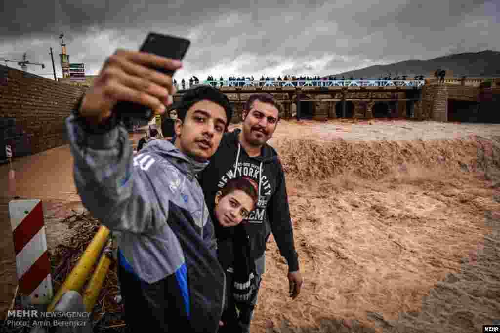 بعد از چند روز بارندگی، خروش رودخانه خشک شیراز پس از مدتها خشکی عکس: امین برنجکار