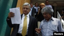 Los documentos presentados por la izquierda, no tenían membretes de banco ni aparece el nombre de Videgaray en los mismos.