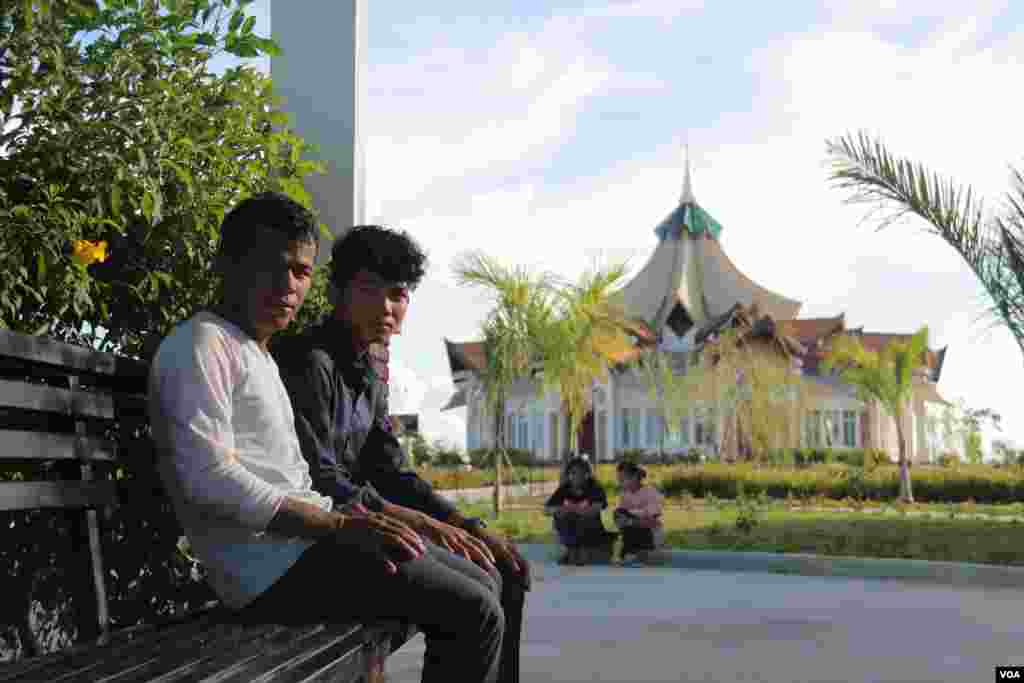 Baha'i believers relax in the temple compound during a break from the monthly meet up in Battambang province. The religion has more than 12,000 followers in Battambang province alone. (Rithy Odom/VOA)
