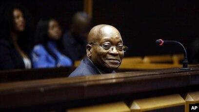 Zuma datant de 19 ans Ashley Benson datant de l'histoire