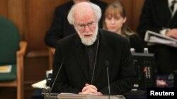 Uskup Agung Canterbury, Rowan Williams, berbicara dalam pertemuan Sinode Gereja Inggris di London, mengecam penolakan terhadap uskup perempuan. (Reuters/Yui Mok)