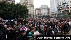 Građani Santandera na jednom od gradskih trgova