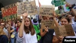 Студентська молодь вийшла на протести в Сіднеї, Австралія, щоб привернути увагу до проблем зміни клімату, 29 листопада 2019 року