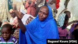 Cette femme du nord du Nigeria explique avoir fui les exactions de Boko Haram dans sa ville.