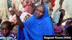 Cette femme du nord du Nigeria explique avoir fui les exactions de Boko Haram dans sa ville au Nord du Nigeria.