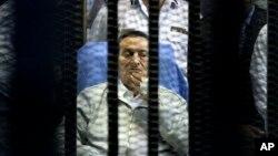 El futuro del ex presidente de Egipto Hosni Mubarak continúa en el limbo luego de que sucesor, Mohamed Morsi, también fuera derrocado del poder.