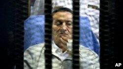 Hosni Mubarak fue trasladado en un helicóptero a un hospital en El Cairo.