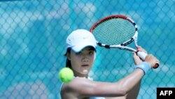 Thùy Dung -- tay vợt nữ đầu tiên của Việt Nam có tên trong bảng xếp hạng quần vợt nữ thế giới.