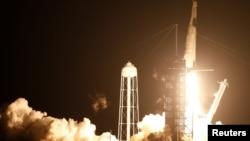 រ៉ុក្កែត Falcon 9 របស់ក្រុមហ៊ុន SpaceX ដែលដឹកអវកាសយានិក ៤ នាក់ត្រូវបានបញ្ជូនចេញពីមជ្ឈមណ្ឌលអវកាសនៅក្រុង Cape Canaveral រដ្ឋ Florida សហរដ្ឋអាមេរិក ថ្ងៃទី១៥ ខែវិច្ឆិកា ឆ្នាំ២០២០។