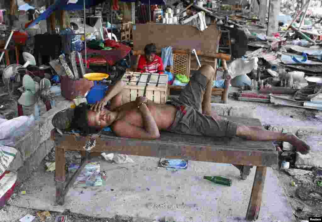 فلپائن میں حکام کے مطابق 1,600 افراد اب بھی لاپتہ ہیں۔