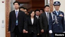 အေမရိကတိုက္ အလယ္ပိုင္းႏိုင္ငံမ်ား ခရီးစဥ္ထြက္ခြာဖို႔ ထိုင္၀မ္ႏိုင္ငံ Taoyuan ေလဆိပ္သို႔ သမၼတ Tsai Ing-wen ေရာက္ရွိလာစဥ္