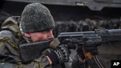 Phiến quân thân Nga tại Debaltseve, miền đông Ukraine.