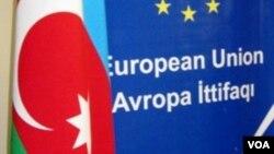 Avropa İttifaqı və Azərbaycanın bayraqları