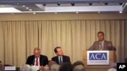 워싱턴의 민간단체의 군축협회 (Arms Control Association) 주최로 열린 세미나에서 연설 중인 자얀타 다나팔라 전 유엔 군축담당 사무차장
