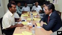 سکرتر جنرال امور سیاسی سازمان ملل متحد حین دیدار با محمد نشید رئیس جمهور سابق مالدیف