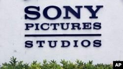 Presiden Barack Obama mengatakan AS sedang melakukan evaluasi mengenai apakah Korea Utara akan dikembalikan ke dalam daftar negara yang mensponsori terorisme setelah serangan peretasan terhadap Sony Pictures, yang menurut para pejabat AS dilakukan negara komunis tersebut.