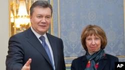 Виктор Янукович и Кэтрин Эштон. Архивное фото 2013г.