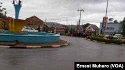 Un des grandes artères de la ville de Bukavu en RDC. (VOA/Ernest Muhero)