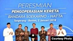 Presiden Joko Widodo, Selasa (2/1) meresmikan operasi Kereta Bandara Internasional Soekarno-Hatta. (Foto courtessy: Setpres RI)