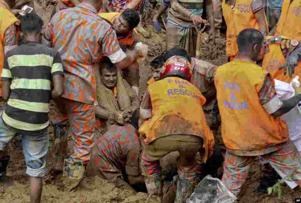 Bangladeş Rangamati'deki toprak kaymasında kurtarma çalışmaları