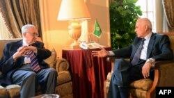 12일 아랍연맹 외무장관 회의에 앞서 이집트 카이로에서 라크다르 브라히미 유엔 시리아 특사(왼쪽)와 만난 나빌 엘 아라비 아랍연맹 사무총장(오른쪽).