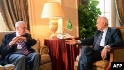 Arab League Secretary-General Nabil al-Arabi (R) meets with UN-Arab League peace envoy Lakhdar Brahimi (L) and his deputy Nasser al-Qudwa (unseen) in Cairo to discuss the situation in Syria, November 12, 2012.