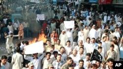 بجلی کی بندش کے خلاف عوام آئے روز سڑکوں پر احتجاج کر رہے ہیں