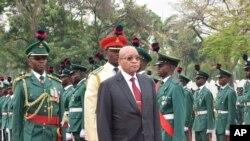 Académicos moçambicanos pressionam governo para aceitar pré-condições da Renamo 2:30