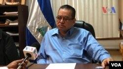 El procurador nicaragüense, Adolfo Jarquín, conversa con la Voz de América. Foto: Donaldo Hernández