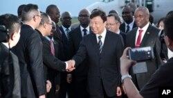 Li Yuanchao, le vice-président chinois, arrive à Bujumbura, au Burundi, le 10 mai 2017.
