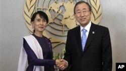21일 반기문 유엔 사무총장(오른쪽)과 만난 버마의 민주화 지도자 아웅산 수치 여사.