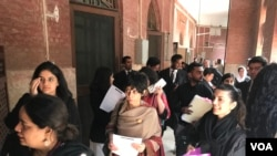 درخواست گزار اظہر صدیق نے عدالت کو بتایا کہ وہ عورت مارچ رکوانے کا کوئی ارادہ نہیں رکھتے۔ وہ تو صرف اِس مارچ کو ریگولیٹ کرانا چاہتے ہیں۔