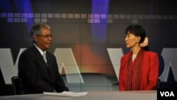 Daw Aung San Suu Kyi interviews with VOA