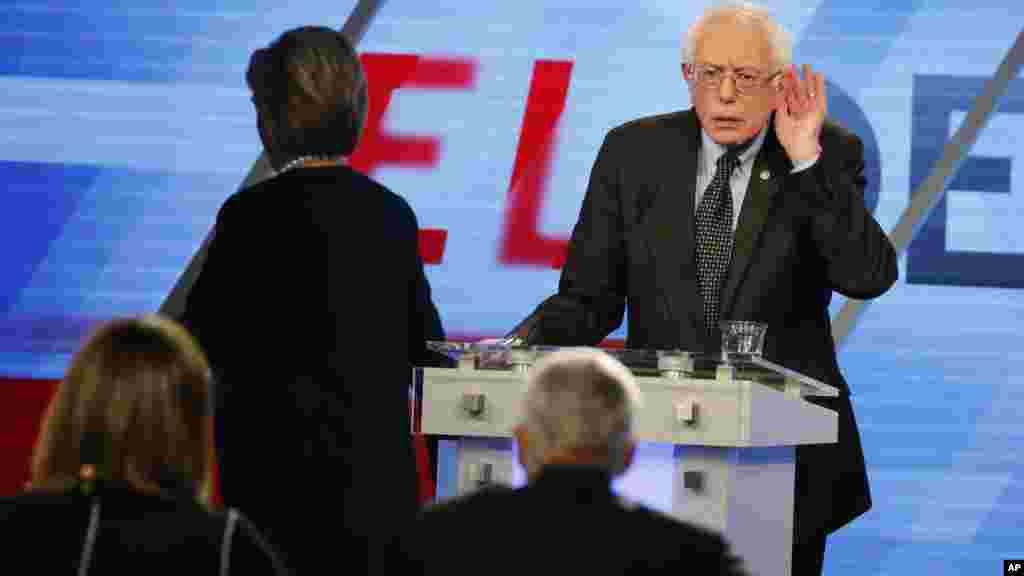 Le sénateur Bernie Sanders prend la parole durant le débat démocrate à Miami, le 9 mars 2016.