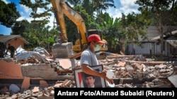 印尼龍目島一所學校在8月12號的地震中被損壞